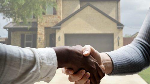 Accord pret entre deux hommes