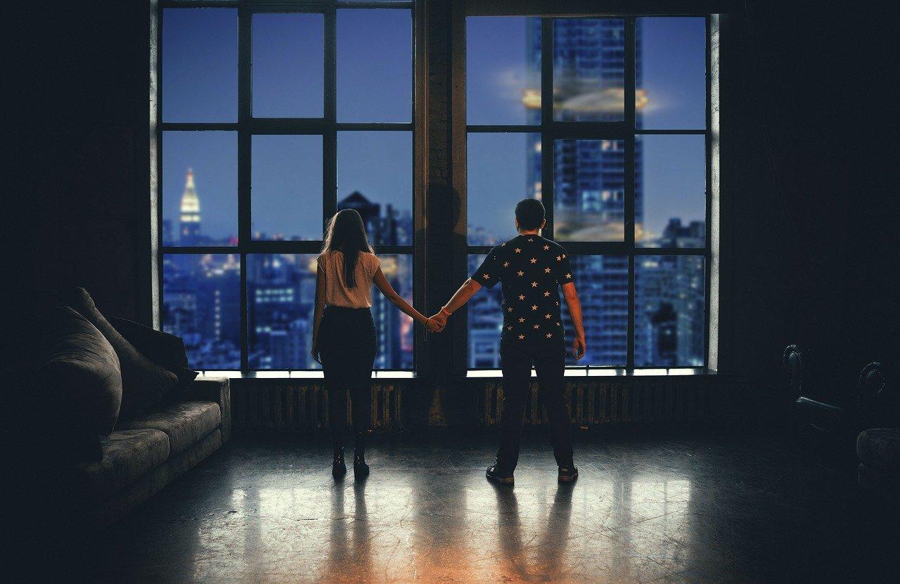 un couple qui veut acheter un appartement