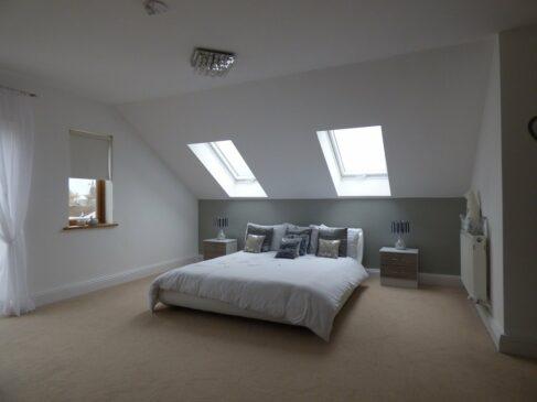 chambre de grande taille sous toit